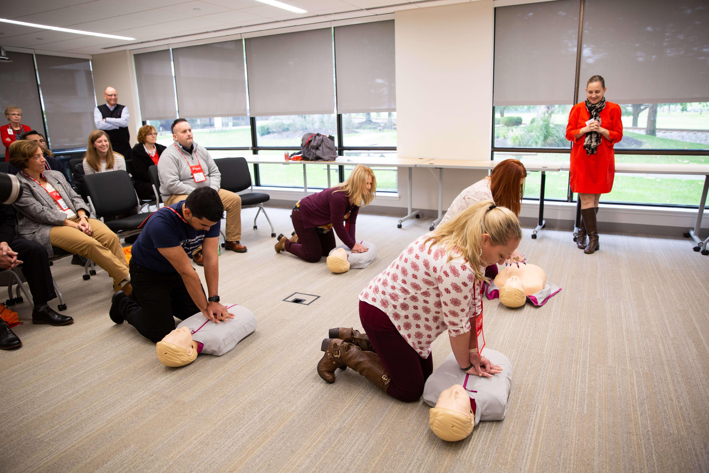 Free ceu for nurses at BAYADA, room of nursing getting their ceu, using CPR on dummies